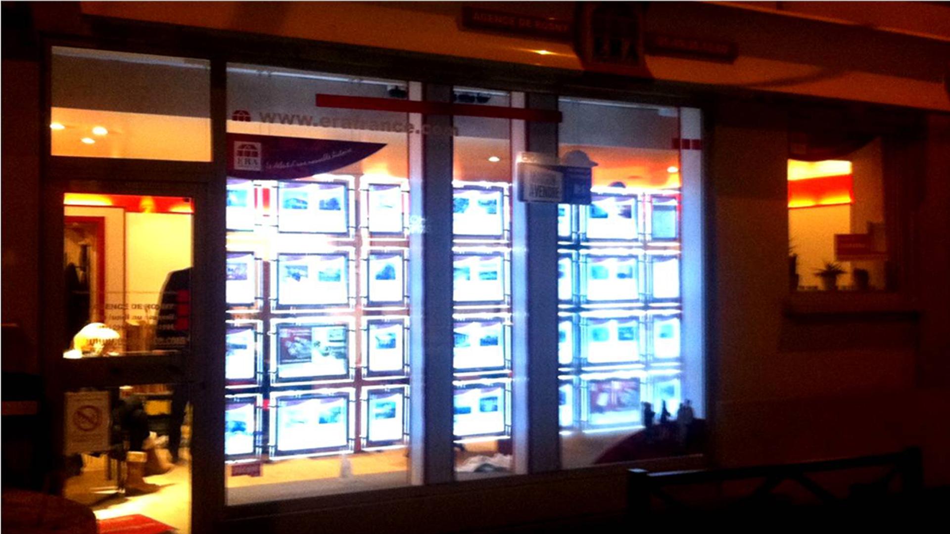 porte-affiche-led-agence immobilier-paris2