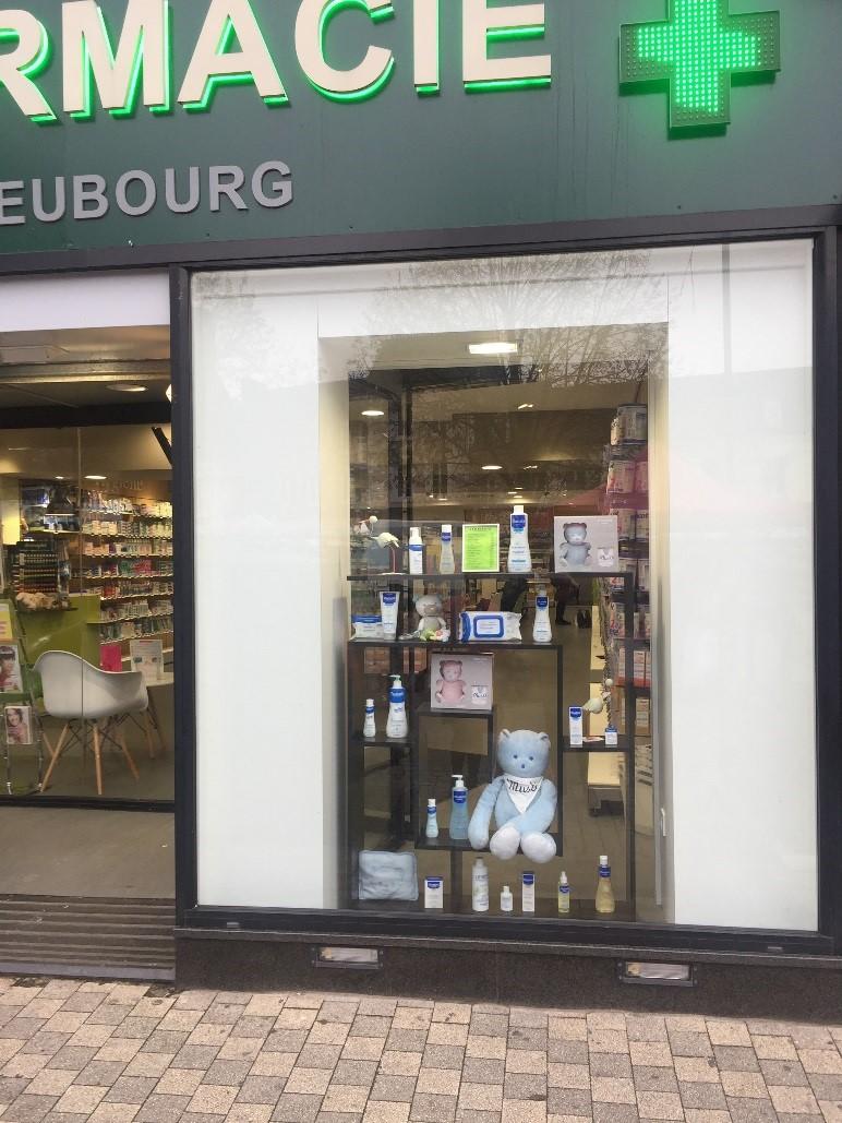 Communication vitrine pharmacie agence de voyage